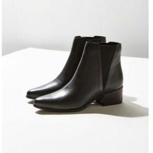 *Brand New Never Worn* Blk Leather Chelsea Bootie
